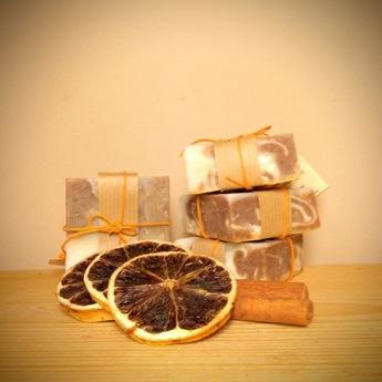 Σαπούνι απαλής απολέπισης με πορτοκάλι και κανέλα